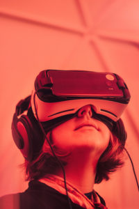 Dans quels domaines de la vie quotidienne s'utilise la réalité virtuelle?